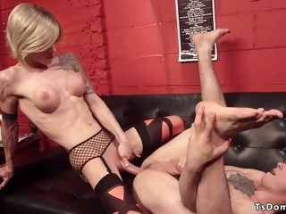 Blond big dick shemale sodomized fucks colleague
