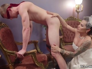 Big knob shemale bride sodomy fucks husband
